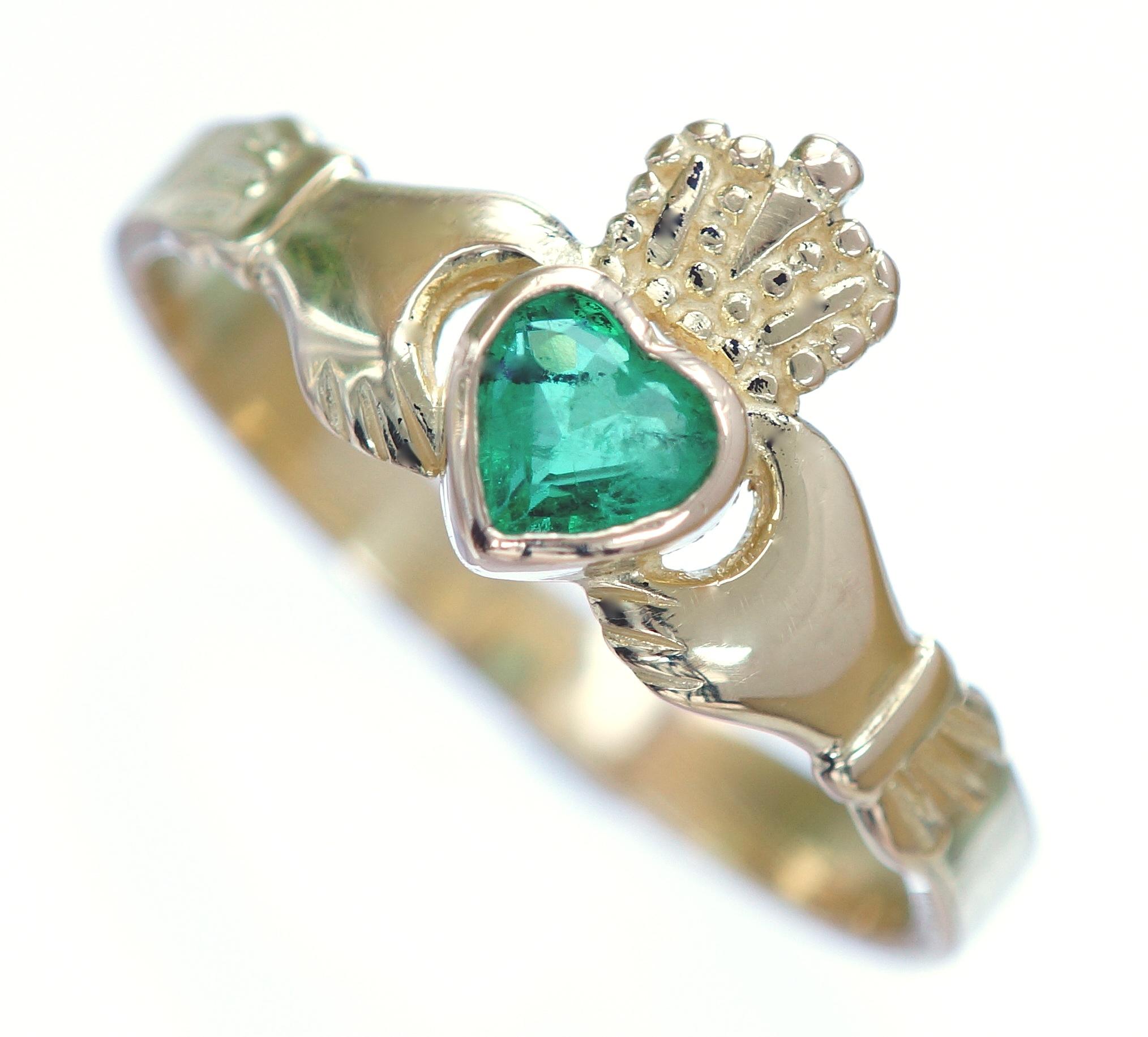 Luxury Emerald Claddagh Wedding Rings
